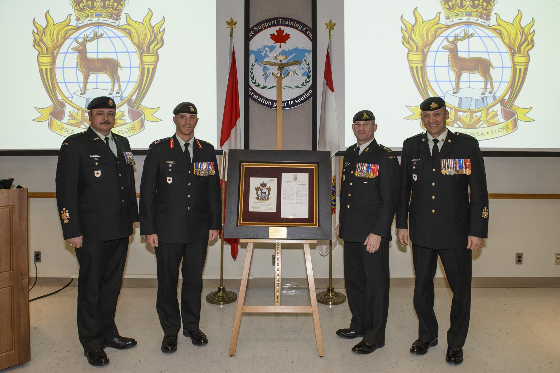 ARCHIVED - Article | New unit badge Unveiled for Canadian Army's