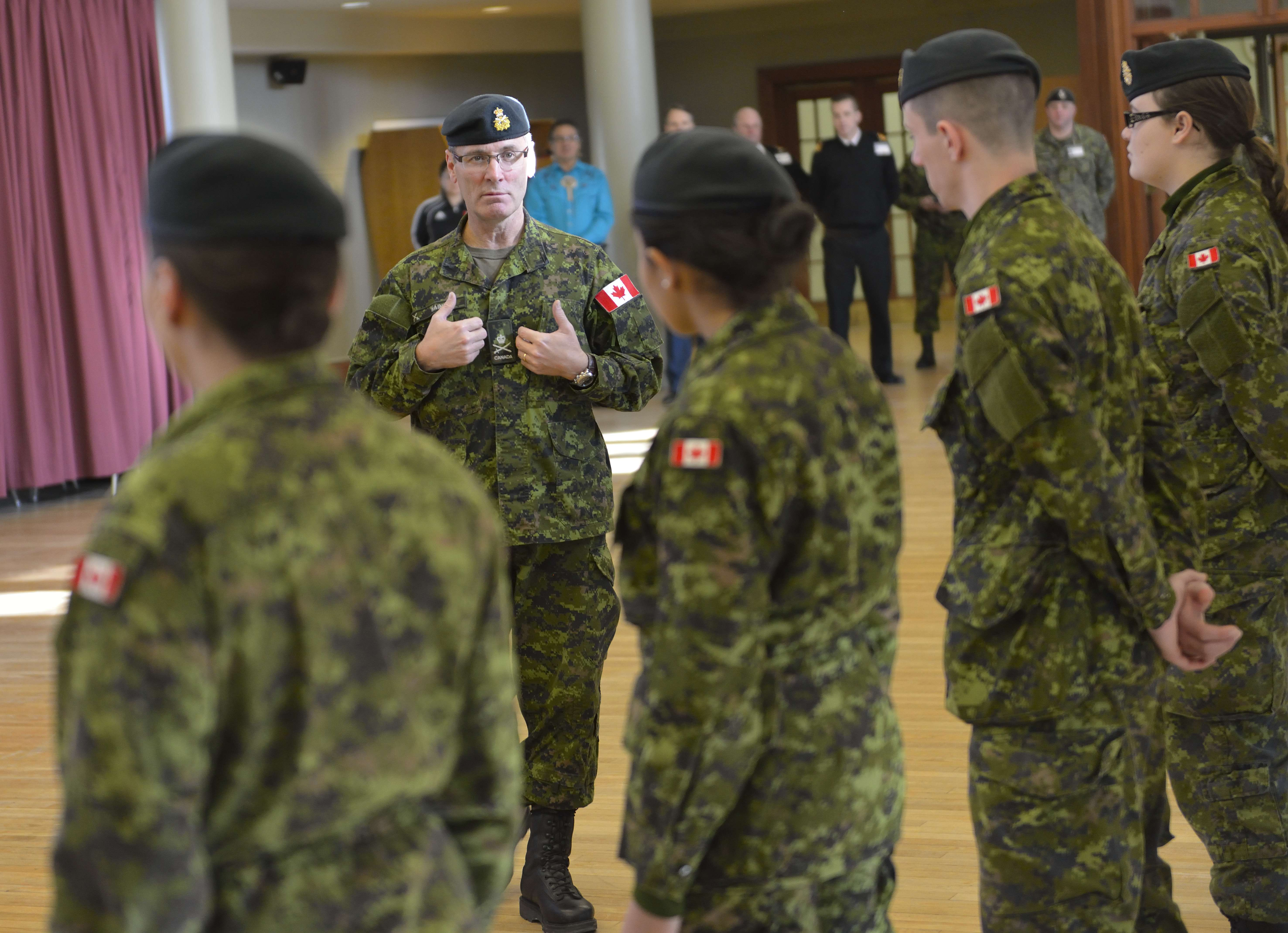 Lieutenant-General Marquis Hainse, Commander Canadian Army, visits the students on the Aboriginal Leadership Opportunity Year at the Royal Military College in Kingston, Ontario on December 2, 2014. hoto by: MCpl Kurt Visser, Directorate of Army Public Affairs