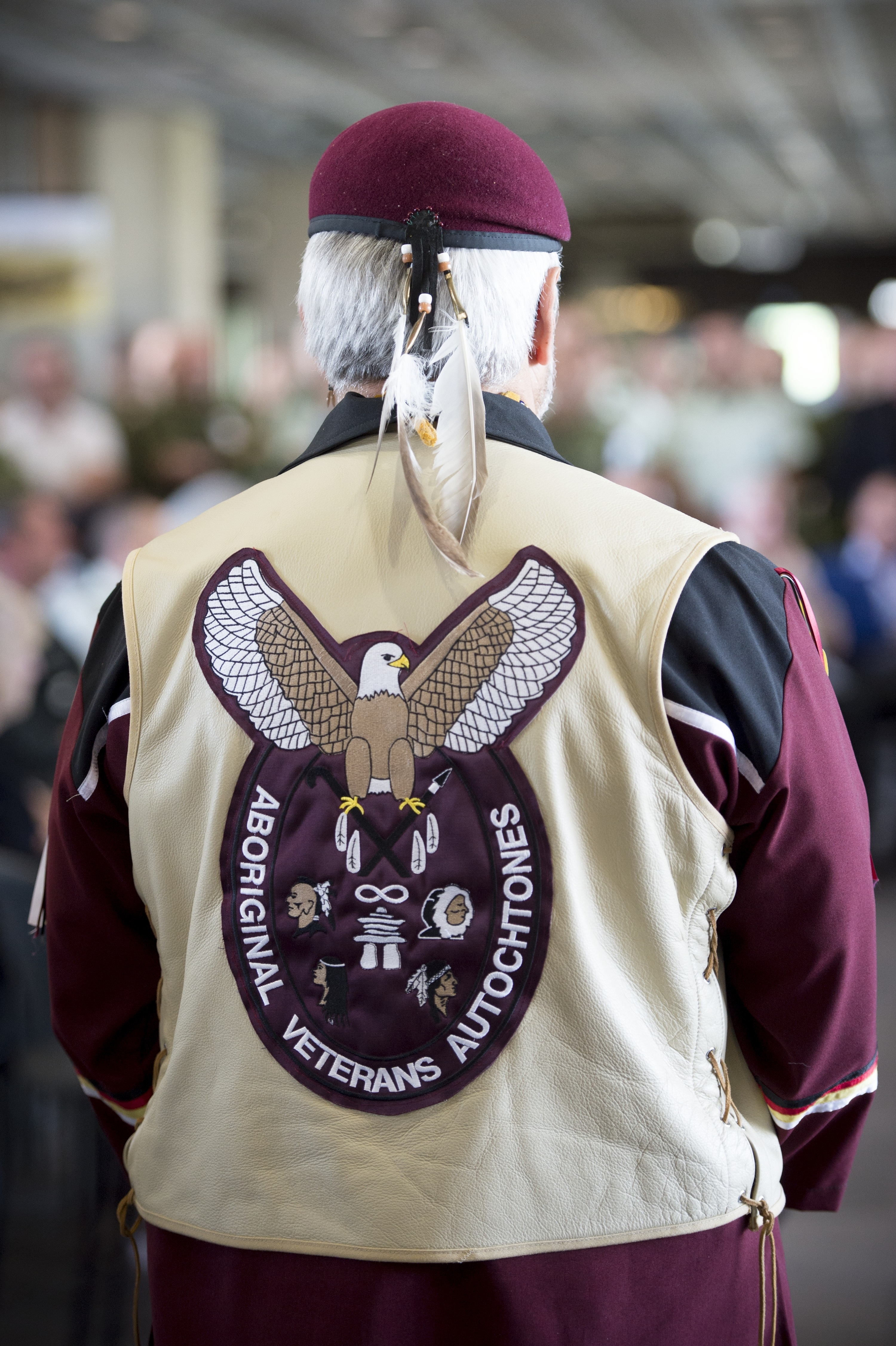 A member of the Aboriginal Veterans Autochtones attends the 2015 Aboriginal Awareness Week ceremony held in the main concourse of National Defence Headquarters in Ottawa, Ontario, on May 19. Photo by: Cpl Andrew Wesley.