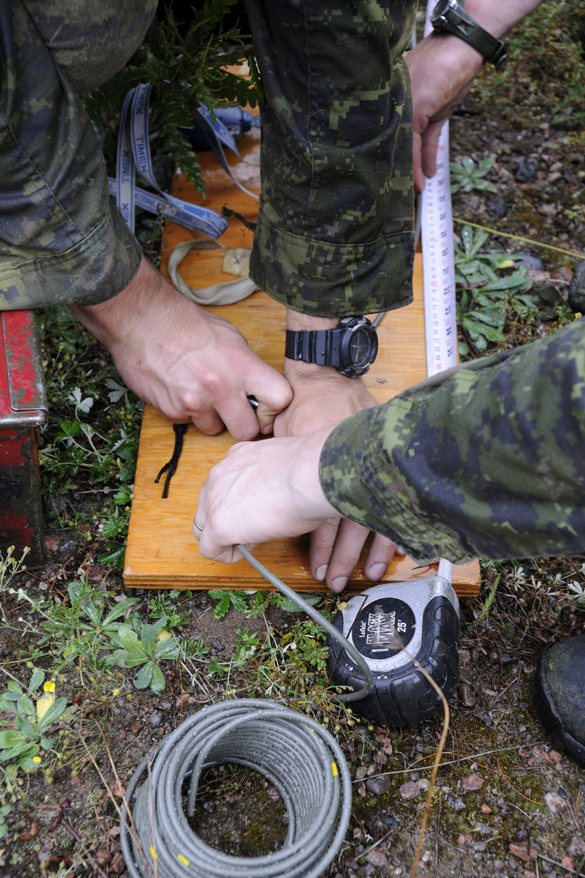 Master Corporal Tracy Pembleton and Sapper Tyrrell Matthew from 31 Combat Engineer Regiment (The Elgin's) cut a time fuse to calculate the exact time of a detonation during Exercise STALWART GUARDIAN on August 20, 2015 at Garrison Petawawa, ON.