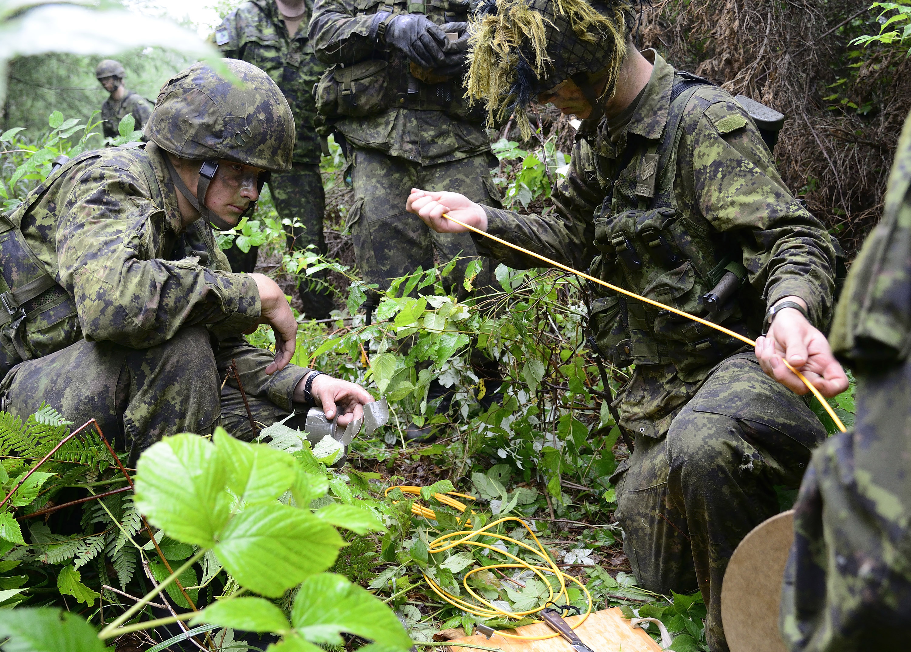 Sapper John Hiebert and Corporal Chase Kilbourne of 31 Combat Engineer Regiment (The Elgin's) cut detonating cord for initiating the Manufactured Charges (Beehives) during Exercise STALWART GUARDIAN on August 20, 2015 at Garrison Petawawa, ON.