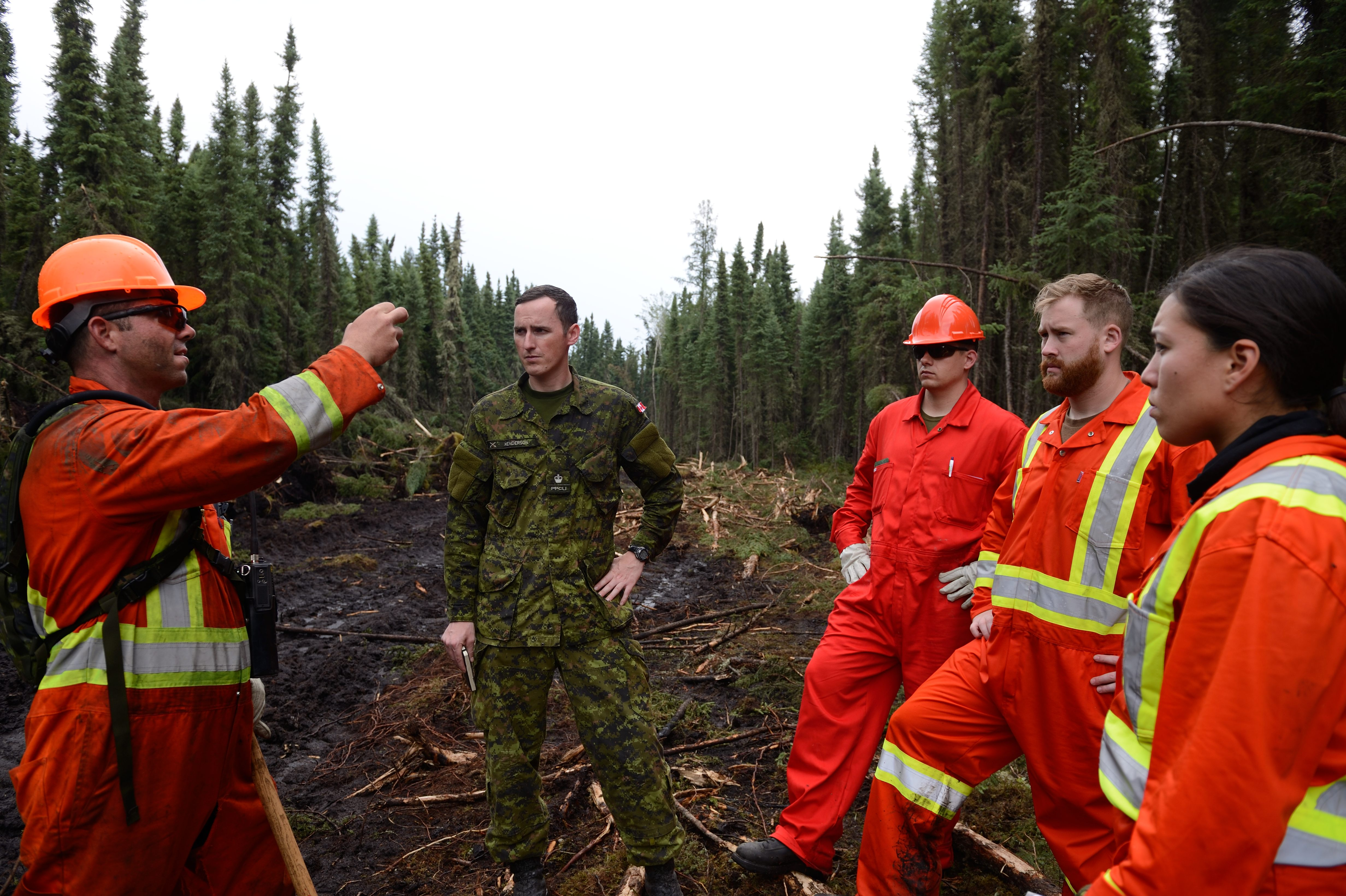 Members of 1 PPCLI, A Company, Immediate Response Unit (West) help fight fires near La Ronge, Saskatchewan during Operation LENTUS 15-02 on July 13, 2015. Photo by: MCpl Mélanie Ferguson, Canadian Army Public Affairs. ©2015 DND-MDN Canada.