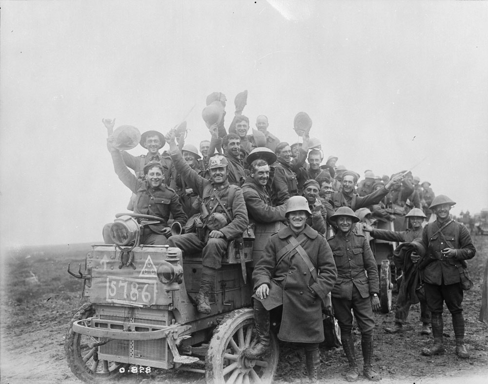 Canadians returning victorious from battle at Courcelette, one of the Battles of the Somme in September 1916. Department of National Defence/Library and Archives Canada