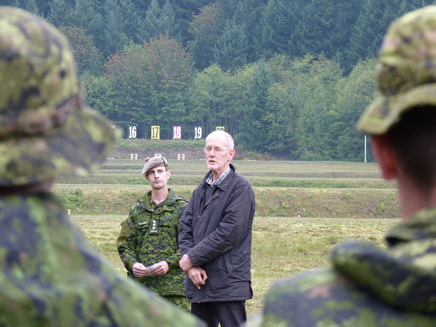Captain Adam Robinson looks on as Tim Wilkinson, nephew of First World War Victoria Cross recipient Lieutenant Thomas Wilkinson, speaks to soldiers of The Canadian Scottish Regiment (Princess Mary's) at the Nanaimo Military Rifle Range. The visit was part of a pilgrimage to commemorate the centennial of the announcement of Lieutenant Wilkinson's Victoria Cross. Photo by 2Lt Cameron Park