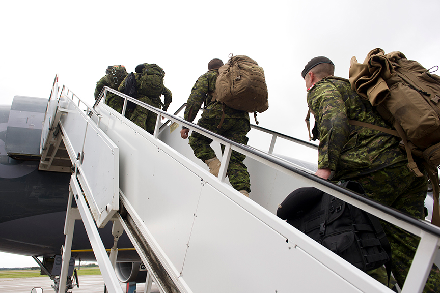 Soldiers from 1 Canadian Mechanized Brigade Group deploying on Operation REASSURANCE board a CT-150 Polaris aircraft at Edmonton International Airport on June 9, 2017. Photo: Robert Schwartz, 3rd Canadian Division Support Base. ©2017 DND-MDN Canada