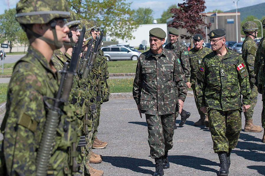 General Villas Bôas, commander of the Brazilian Army (left), and Lieutenant-General Hainse, Commander of the Canadian Army (right), inspect the Honour Guard soldiers at 2nd Canadian Division Support Base Valcartier in Courcelette Quebec, on June 1, 2016. Coordinating this and other activities during the General's visit was Colonel Marco Moraes (not pictured) of the Brazilian Army, who is currently posted in Canada as a Liaison Officer. 