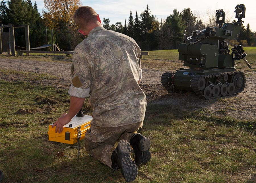 A member of the New Zealand Defence Force operates a Teodor Remote Operated Vehicle during Exercise ARDENT DEFENDER 2017 in Borden, Ontario on October 19, 2017.