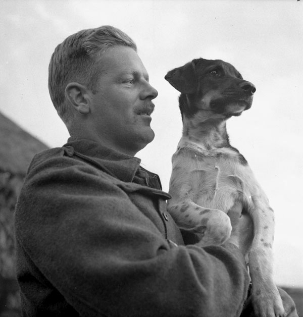 In an example of the long-standing tradition of Gunners and their dogs: