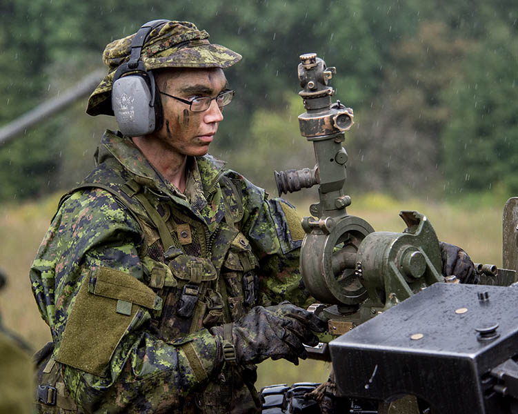 A Reservist sets up a C3 105 mm Howitzer during an Army Reserve basic artillery course at 4th Canadian Division Training Centre in Meaford, Ontario on August 23, 2017. 