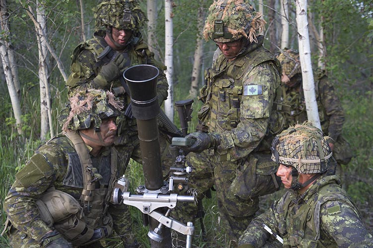 Paratroopers from 3rd Battalion, Princess Patricia's Canadian Light Infantry set up a mortar at 4 Wing Cold Lake during Exercise MAPLE RESOLVE on May 26, 2016