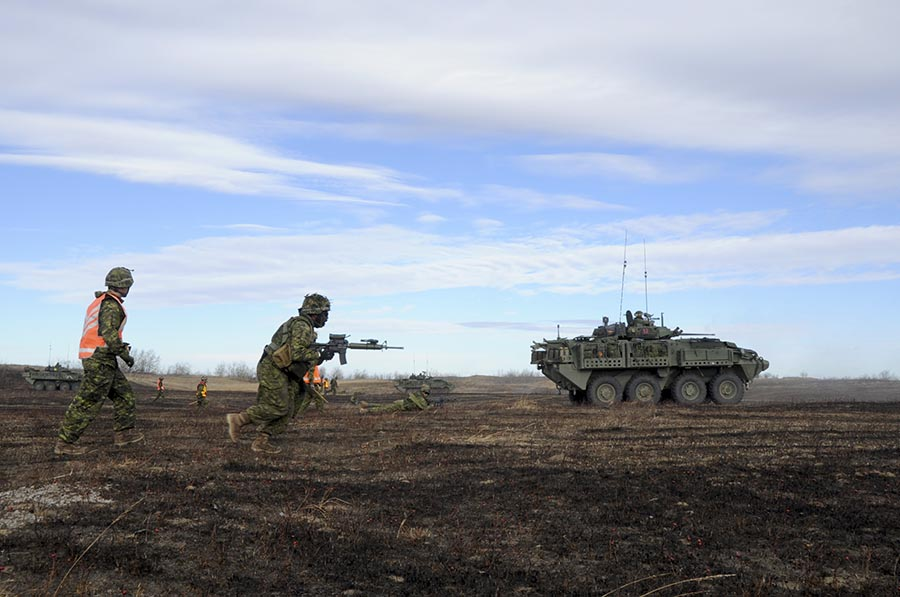 Members of 2nd Battalion, Princess Patricia's Canadian Light Infantry – a unit within 1 Canadian Mechanized Brigade Group – shoot, move and communicate on a live-fire range as part of Exercise IRON RAM 17 at Canadian Forces Base/Area Support Unit Wainwright's Training Area on October 24, 2017. Photo: Captain Derek Reid, 1 Canadian Mechanized Brigade Group Public Affairs. ©2017 DND/MDN Canada