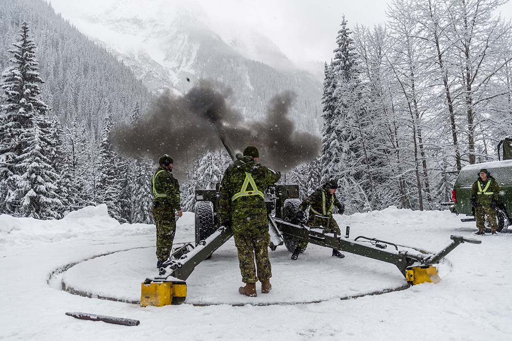Gunners from 1st Regiment, Royal Canadian Horse Artillery fire the 105-mm C3 Howitzer gun at Rogers Pass, British Columbia during Operation PALACI on November 22, 2018. Photo: Second Lieutenant M.X. Déry, Maritime Pacific Operations Public Affairs. ©2018 DND/MDN Canada.