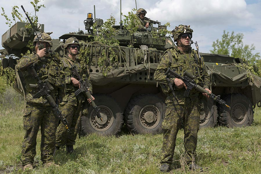 Sergeant Marc Murray (right), keeps watch over a training scenario along with other soldiers from Princess Patricia's Canadian Light Infantry during Exercise MAPLE RESOLVE at Canadian Forces Base Wainwright, Alberta on May 26, 2016. Photo: Master Corporal Kurt Visser, Army Public Affairs. ©2016 DND/MDN Canada.