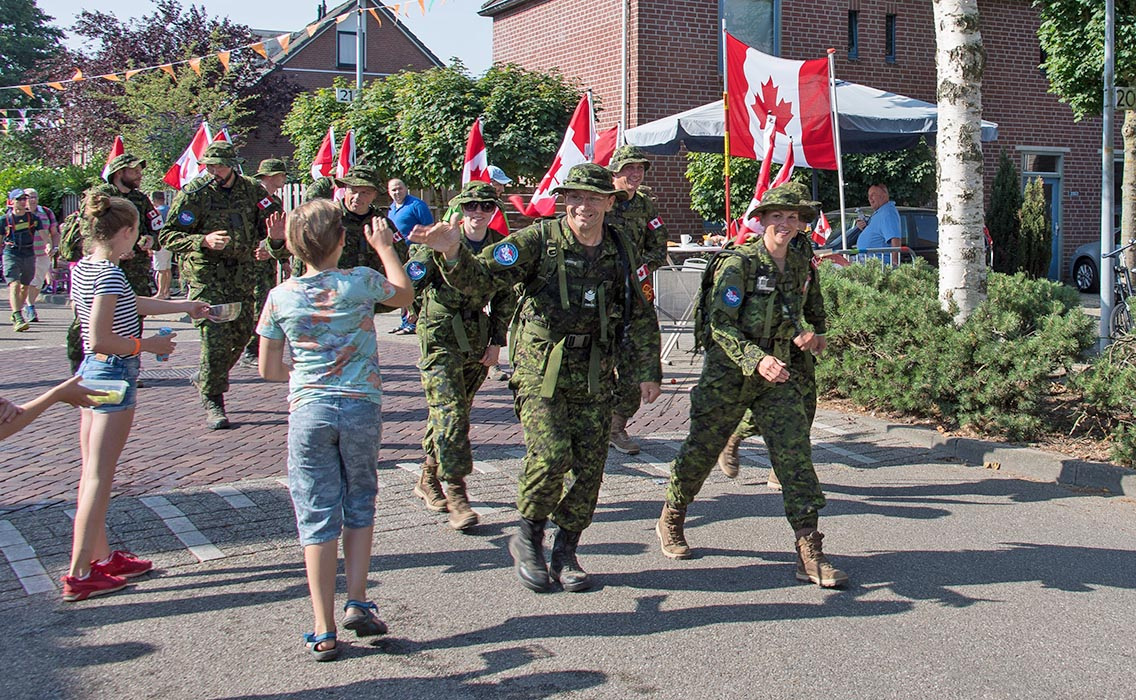 Canadians interact with local people on July 18, 2018 during the 102nd annual Nijmegen Marches. Photo: Master Corporal Gabrielle DesRochers, Canadian Forces Combat Camera. ©2018 DND/MDN Canada.