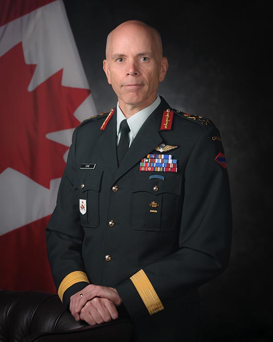 Formal portrait of Lieutenant-General Wayne Eyre