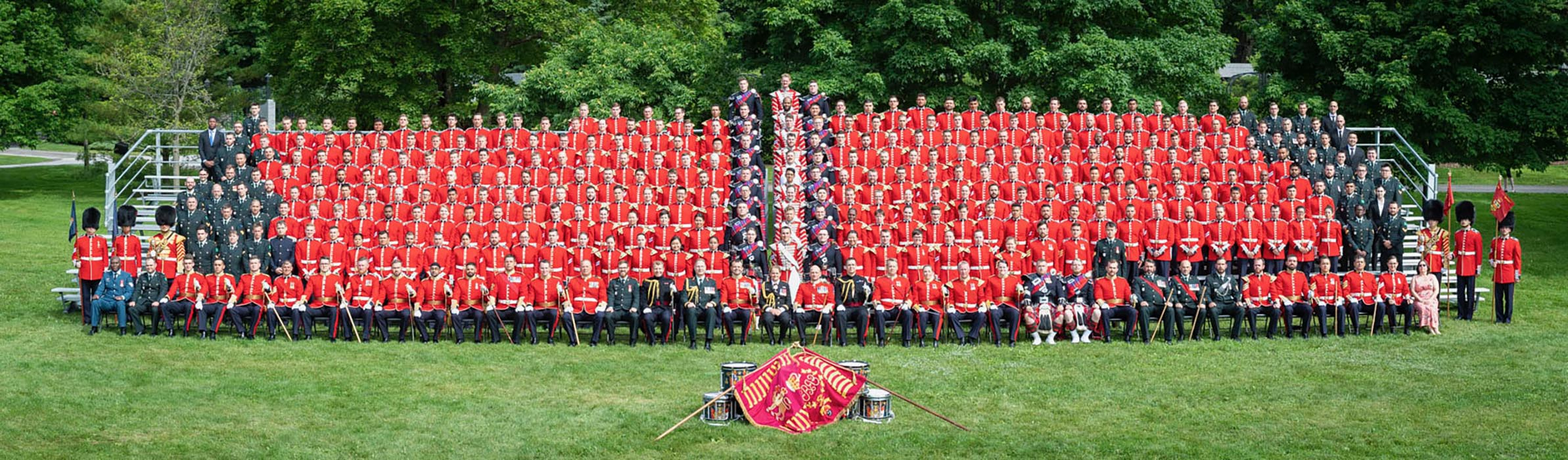 Group photo of the 360 members of the 2019 Ceremonial Guard taken at Rideau Hall in Ottawa, Ontario on June 21, 2019.  Photo: Sergeant Johanie Maheu, Canadian Forces Support Unit (Ottawa). ©2019 DND/MDN Canada.