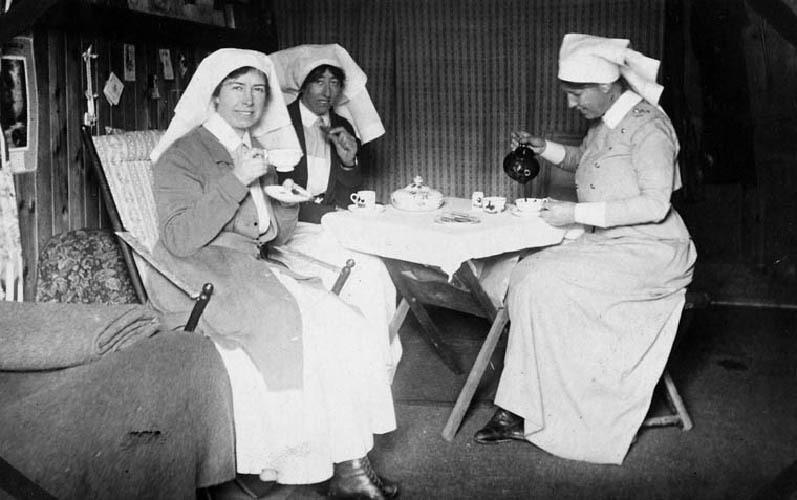 Nursing sisters having tea in their quarters at the no. 2 Canadian General Hospital in Le Treport, France. Photo: Éditions Arnault / Alice Isaacson fonds / Library and Archives Canada/e007150687