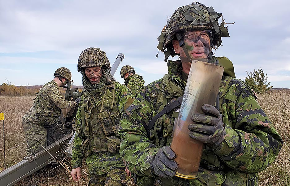 Major Greg Frank of 11th Field Artillery Regiment, RCA holds his expended final round' beside Sergeant Will Laffier at 4th Canadian Division Training Centre, Meaford on October 10, 2019 during Exercise AUTUMN GUNNER. Photo: Corporal Cody Misner, 31 Canadian Brigade Group Public Affairs. ©2019 DND/MDN Canada.