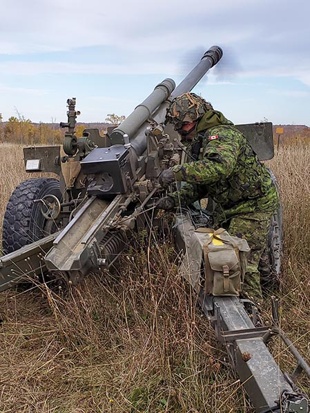 Major Greg Frank, 11th Field Artillery Regiment, fires his final round at 4th Canadian Division Training Centre, Meaford on October 10, 2019 during Exercise AUTUMN GUNNER. Photo: Corporal Cody Misner, 31 Canadian Brigade Group Public Affairs. ©2019 DND/MDN Canada.