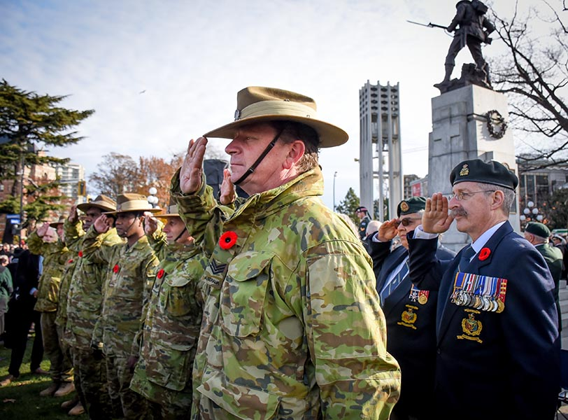 Sergeant Martin Edwards of Australia's North-West Mobile Force (NORFORCE) Centre Squadron salutes during the Remembrance Service held at the British Columbia Legislature building in Victoria on November 11, 2019 as part of Exercise Northern Lights. Photo: Lieutenant Natasha Tersigni. ©2019 DND/MDN Canada.