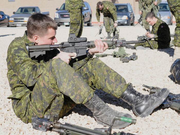 Canadian Army Weapons - Canada ca